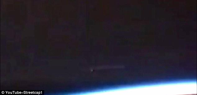 NASA刻意隱瞞外星人存在?直播影片驚現「幽浮航母+2艘小飛碟」但播到一半畫面緊急中斷!(影片)