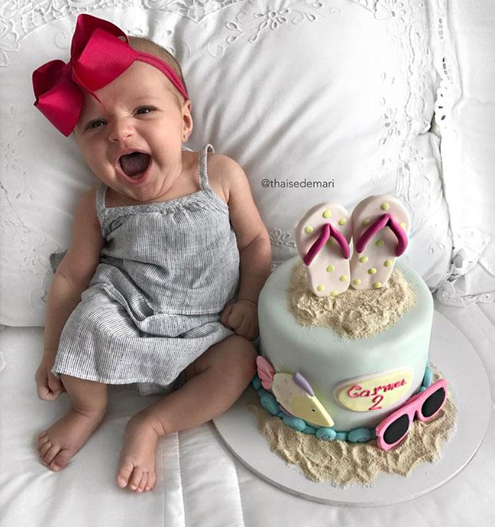 媽媽剛「剖腹生產」完開心自拍,意外拍到「最不可能的全家福」照!