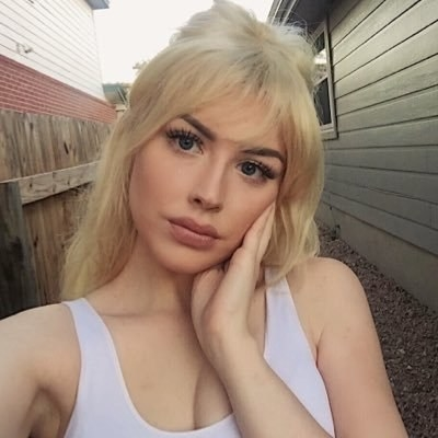 Taylor Dean is a 19-year-old from San Antonio who currently makes her living creating educational animal videos on YouTube. Her friend, Derek, 20, works at a local aquarium shop in the same city.