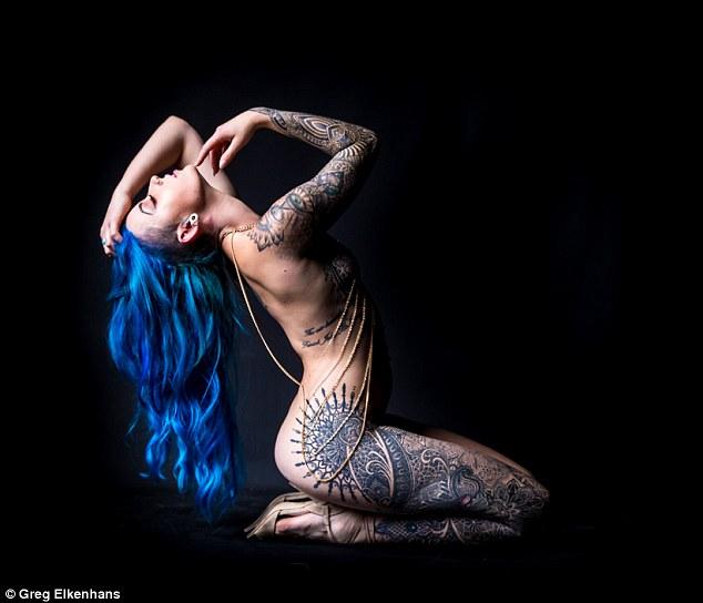 辣模花60萬和整整15天刺青「變成刺青美獸」,美到70歲長輩都成她的粉!(14張)