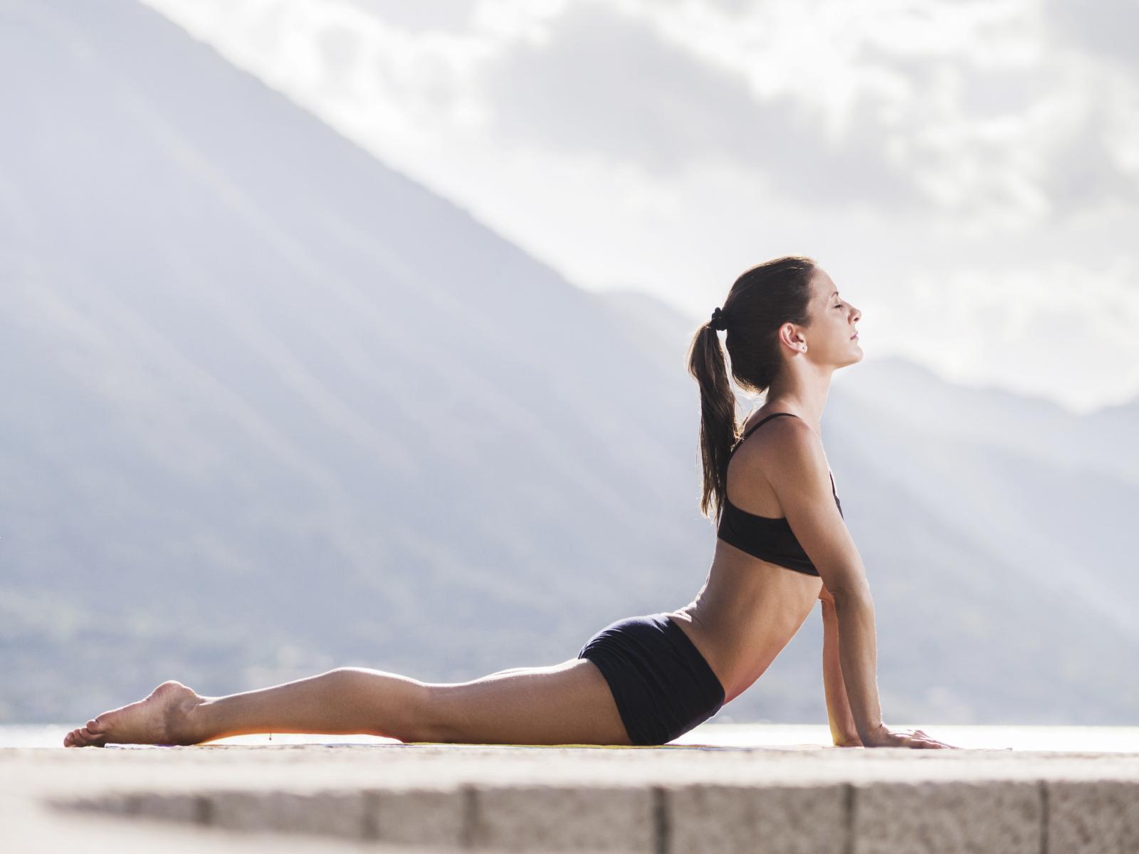 7招讓胸前兩球更堅挺+直接翻倍的「美胸瑜珈姿勢」初學者也會!照著做就「不怕變布袋垂奶」!