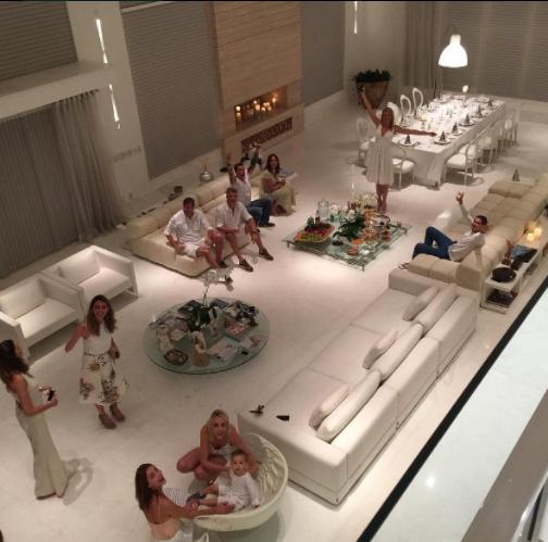 19個會讓你想要拼命賺錢的「奢侈到爆有錢人必備高級裝潢」,#9只能看不能坐的椅子!