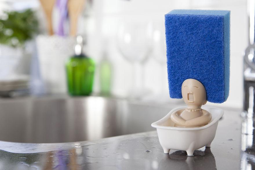 只要把菜瓜布放上去,這個「泡澡歌劇的女子」會讓你再也不討厭洗碗!(7張)