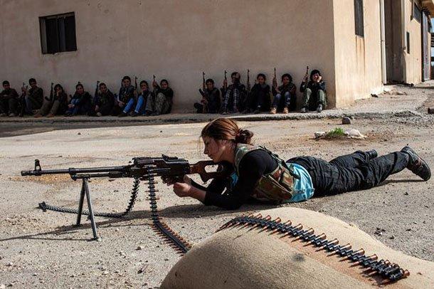 女俘虜「被迫當性奴」慘淪為聖戰士玩物,逃出來變復仇女英雄「狠殺死ISIS高層」!(影片)