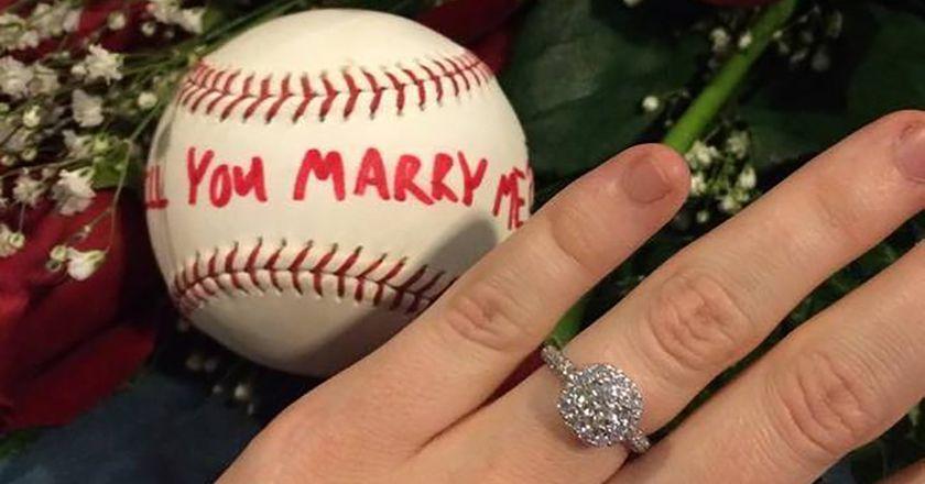 她被前男友狂刺32刀瀕臨死亡,3年後「救她的救護員向她求婚」讓她哭崩!