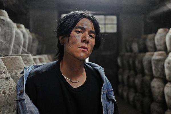 李榮浩首部電影演出黑道老大遭嗆,他怒爆粗口「我眼睛他X已經睜到最大了」害大家內傷!