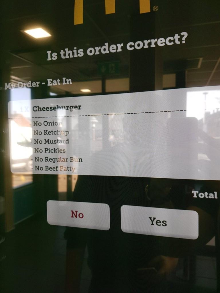 在麥當勞點餐機「去掉大部分漢堡料」 之後拿到的「漢堡」讓網友噴笑想頒獎給他!