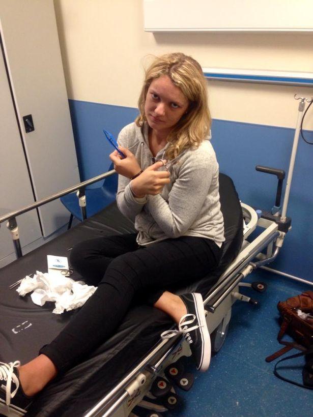 24歲女旅客「8公分滑溜溜東西從鼻子掉出」曾頂到眼球,醫生:「再晚一點大腦會被吃掉!」