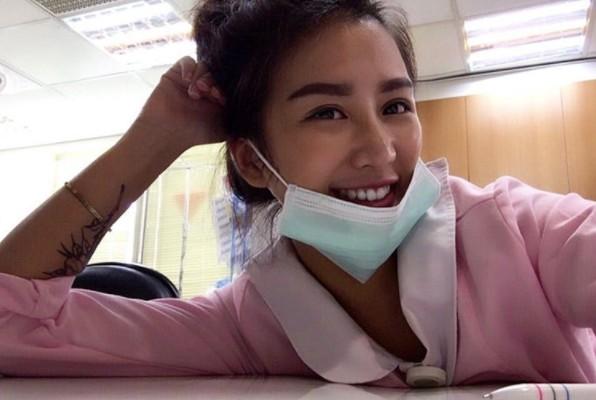超勁爆護理師歐美身材有「視覺轟炸」效果!網友:「她量的每個都會高血壓!」(13張)