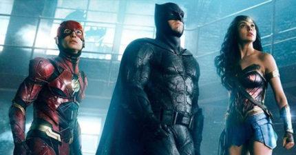 最新《正義聯盟》中文預告出爐,1:30蝙蝠俠幽默坦承自己的「超功能」!