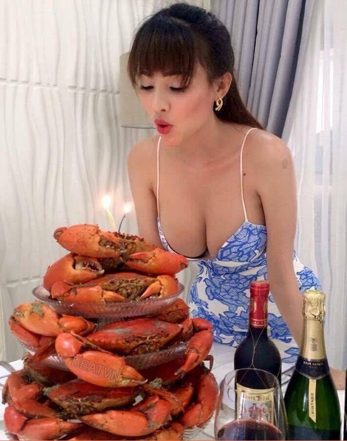 超兇姊姊幫螃蟹「吹蠟燭」,被神到更辣IG照讓網友怒吼「羨慕螃蟹!」 (18張+影片)