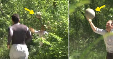 男子抱著超大顆蛋逃跑,前面慢跑者看到後面追出的「媽媽」嚇到腿發軟癱瘓!