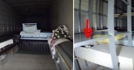 他到「廢棄的葬儀社」探險,全部的棺材裡都是空的但看到最後一個...直接慘叫!