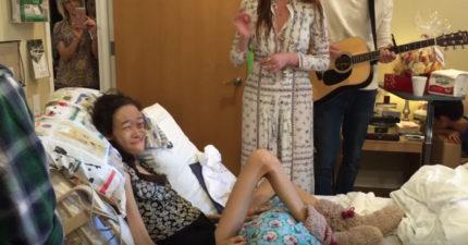 15歲骨癌末期患者買了票但無法去看演唱會,女歌手直接霸氣到醫院把演唱會帶給她!