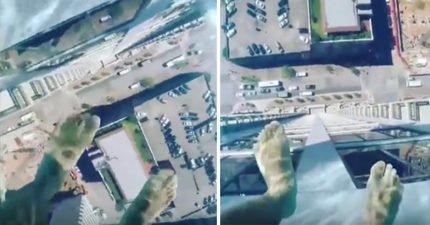 這個最新的40層樓高游泳池,當你一走出去會嚇到尿褲子!