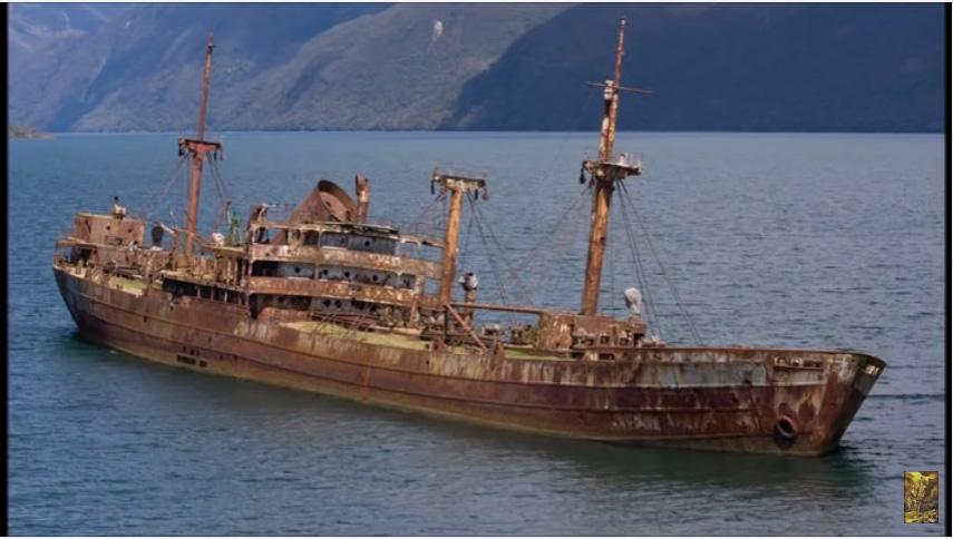 「神秘幽靈船」90年前在百慕達三角洲失蹤,90年後忽然又出現了!最令人傻眼的真相不在船上...