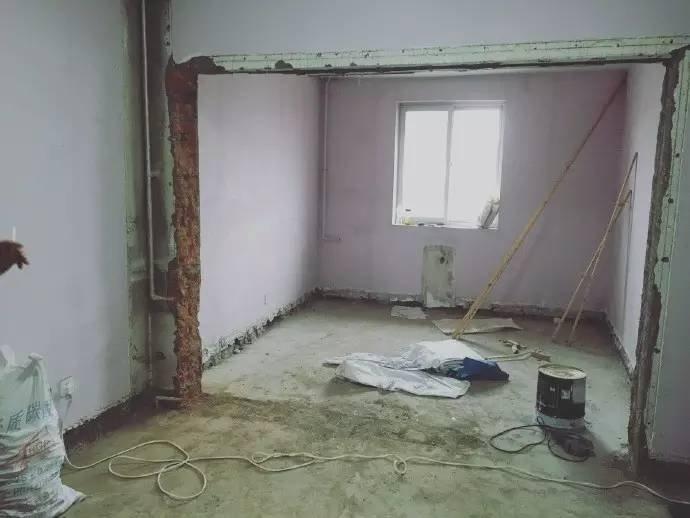 夫妻把13坪「好窄」破舊老房改造成「豪宅」時尚感爆表,「3功能主臥室」讓人羨慕到死!
