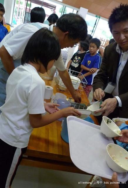 日本小學生用餐教育超嚴謹 台灣教育會輸不是沒道理!