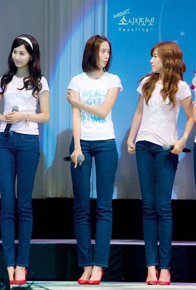 潤娥這張裡面的腿超美,但網友一看到「未修圖」腿原貌都崩潰了!