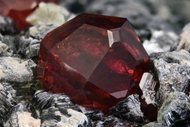 17種只要擁有一點點都會有殺身之禍的世上最稀有珍貴物質。#1每公克1900兆元!