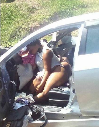 目擊者:「插入高潮時死亡!」半裸員警與女友車禍身亡,警方堅稱:「衣服被扯掉很正常!」