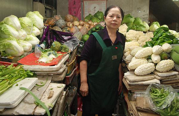 台東阿嬤賣菜50多年「把全部身家捐出去」超過千萬,「登上《時代》雜誌封面」影響力連歐巴馬都要排在她後面!