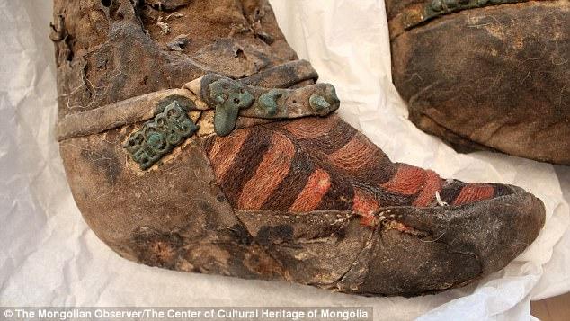 去年在蒙古挖出1100年前「穿愛迪達球鞋的時空旅人」又有驚人發現!時尚專家:「時髦到我可以穿」。 (16張圖)