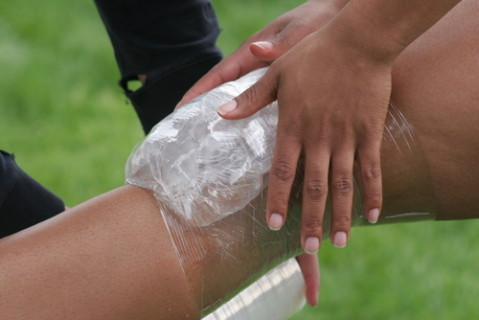 從小做到大「扭傷就先冰敷」的概念太錯了!醫學界最新公布「扭傷後5要點」我們都錯大了!