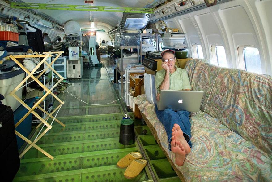 發明家680萬買下報廢飛機改造成「超猛豪宅」 內部舒適程度完全超乎想像