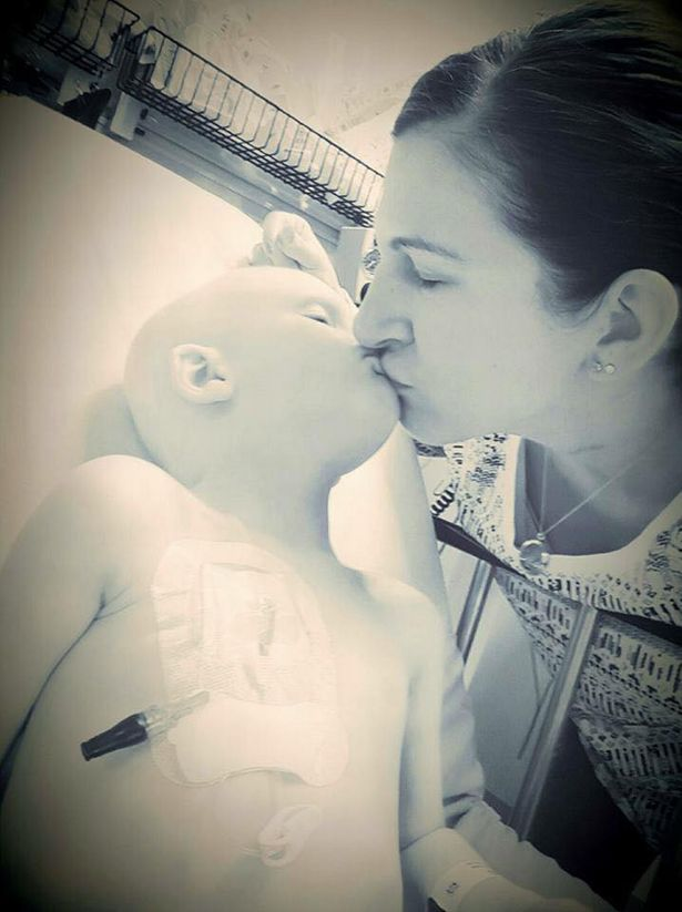 媽怕4歲罹癌兒痛苦叫他不要再撐他說:「我先去天堂等妳」,昏迷逼自己醒來「最後4個字」媽咪笑著崩潰!