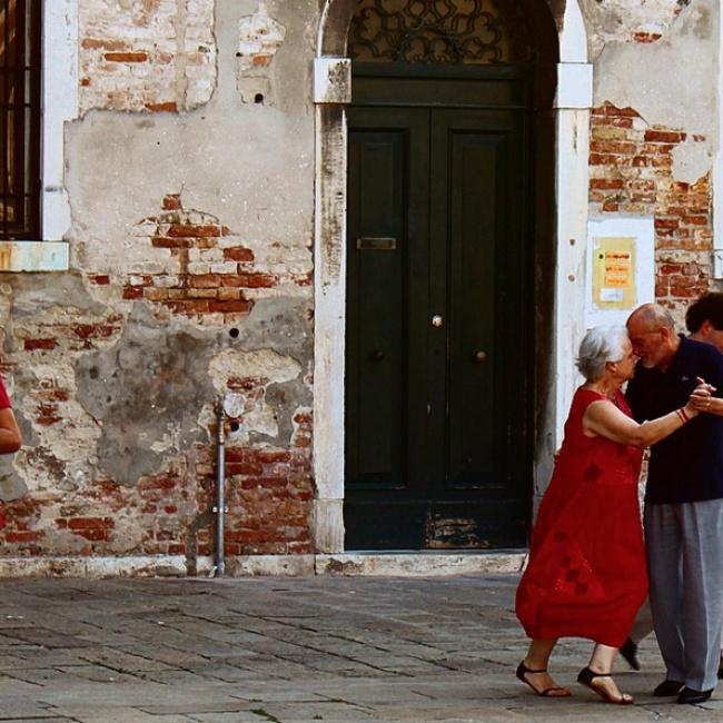 20張證明「能白頭偕老遠勝中六合彩」的最完美活到老愛到老照片。