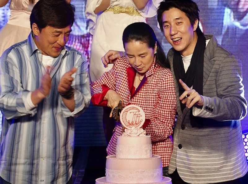 成龍透露「當時是被迫結婚」,年輕時女友爆多「到處播種」!