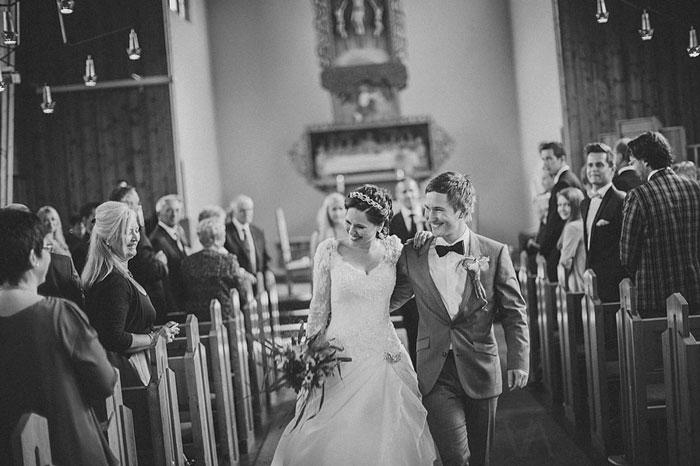 婚禮可以不聘請攝影師嗎?16張「來賓 VS 攝影師」對比照證明「只有這個錢不能省」!