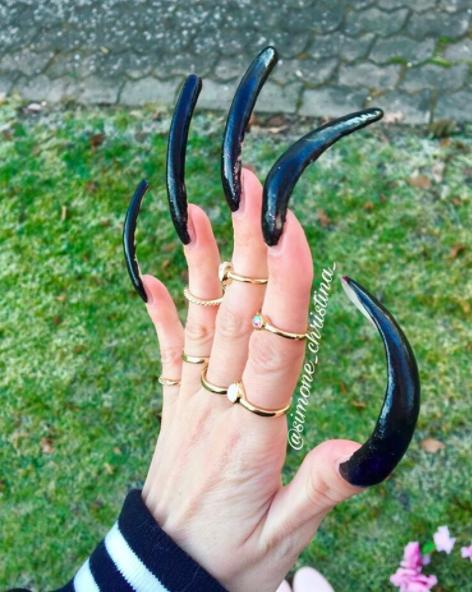 16歲少女「3年都沒有剪過指甲」塗指甲油要花3小時,透露長指甲「最不方便的事」是這個!