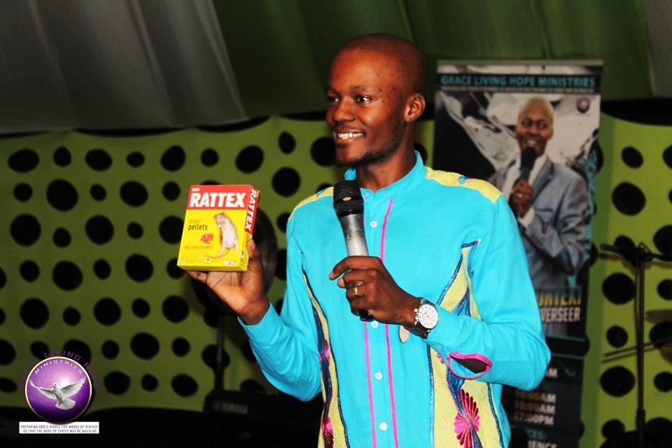 南非牧師餵信徒「喝下老鼠藥」證明上帝會治癒他們,後來信徒都死了!