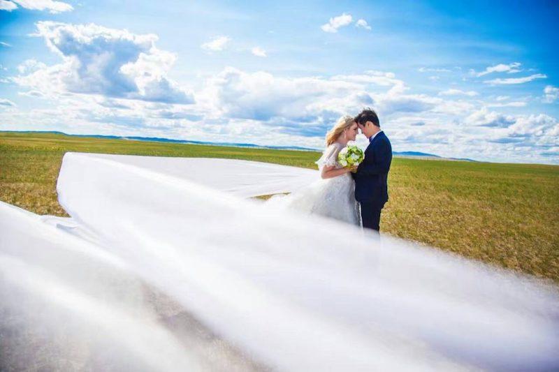 25張證明愛情無分國界「西方老婆+亞洲老公」超美跨文化婚照。