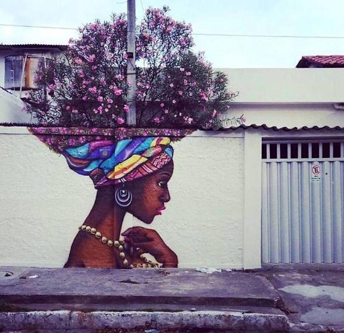 30張讓你看到城市裡植物真正用處的「絕美植物街頭藝術」!#18 在修下面的毛讓人好害羞!