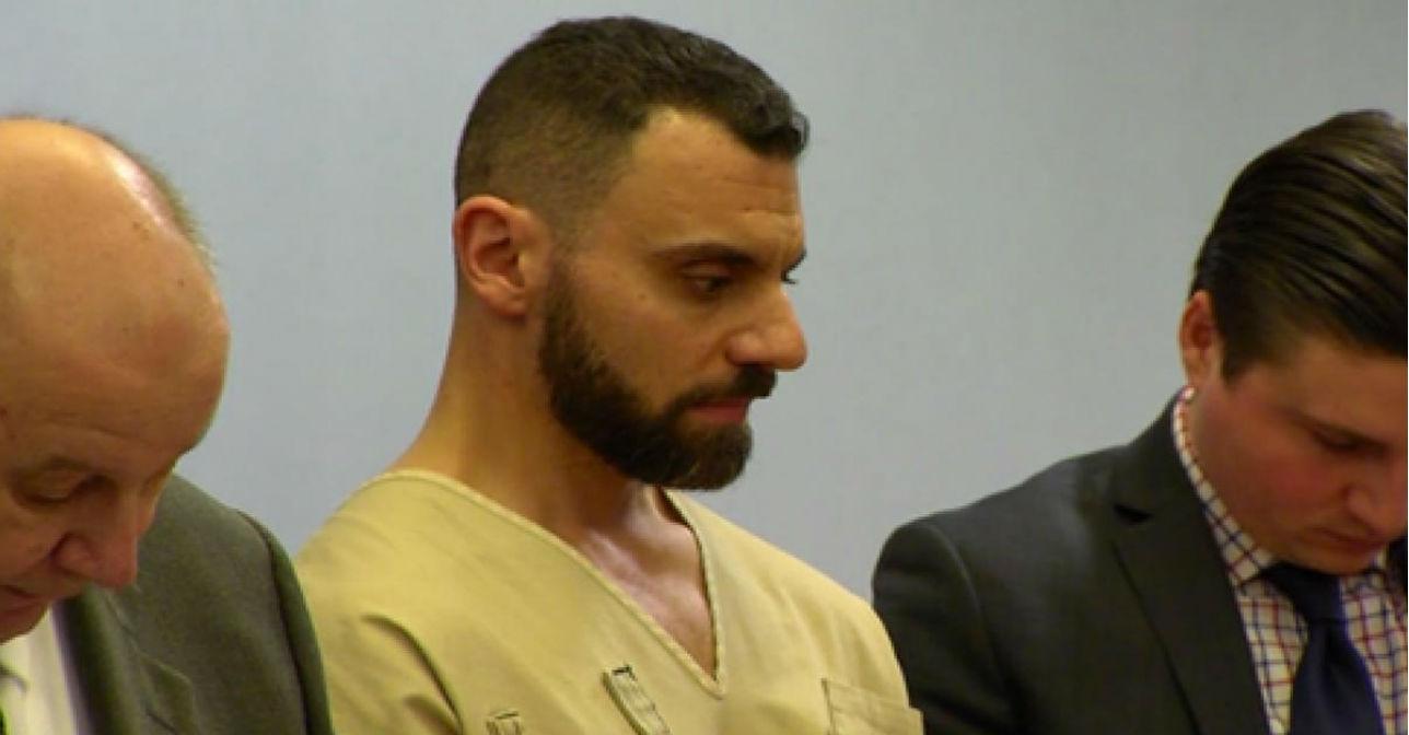 丈夫說妻子被「面具肥男」槍殺,警方觀察妻子手錶1年後才發現「丈夫才是兇手」!