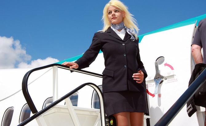 歐洲第一巨乳「烤焦保齡球奶S罩杯」!190萬狂升級「胸部任意變大變小」以前空姐模樣也太美了吧?!(13張)