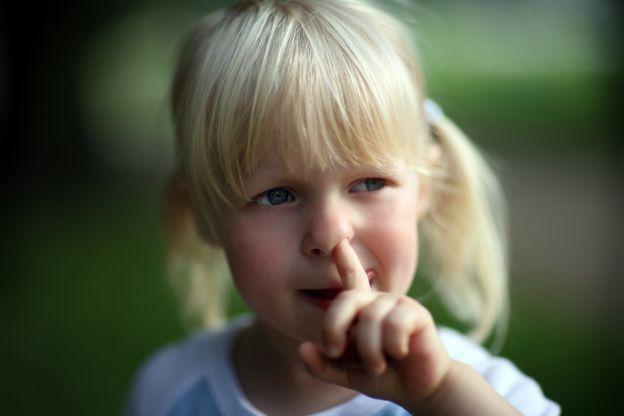 如果你特別愛挖鼻孔的話,恭喜你!吃掉鼻屎就更棒了!