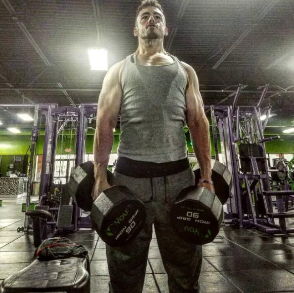181公斤「乳房下垂」快碰到肚子,6年甩111公斤超帥但脫掉衣服「奶頭的位置驚人」!