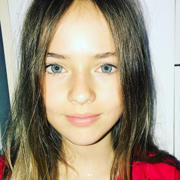 2年前紅遍全球的「9歲最美女孩」,現在11歲「美翻天」已經市個小大人了!但網友罵:「不是天使」!