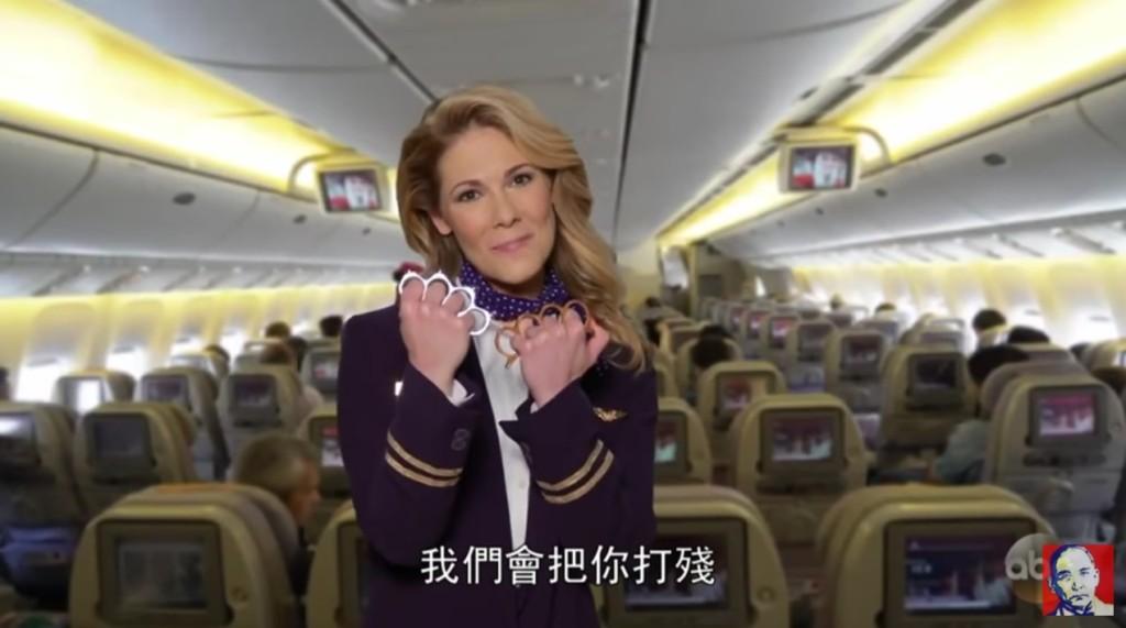 網路出現最新聯航廣告影片,「把你臉打腫到可以飄起來」一天就讓220萬網友狂笑!