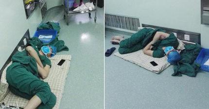 28小時沒闔眼!年輕男醫生連續工作累到「躺地秒睡」,網友不捨:「醫生也是人。」