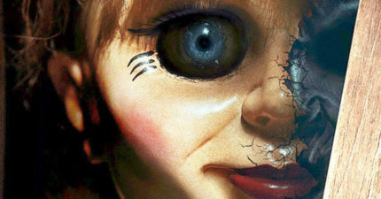 《安娜貝爾2》預告出爐,鬼娃娃「出生過程」終於曝光!2:43我已經不敢看了...