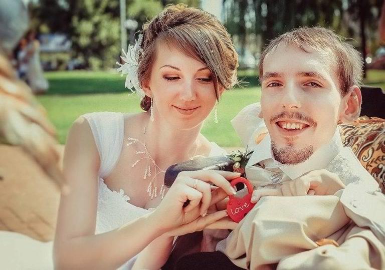 他寄自己「沒身體照片」給美麗女子,她看後立刻飛3000公里去見他「堅持非他不嫁」打臉酸民!