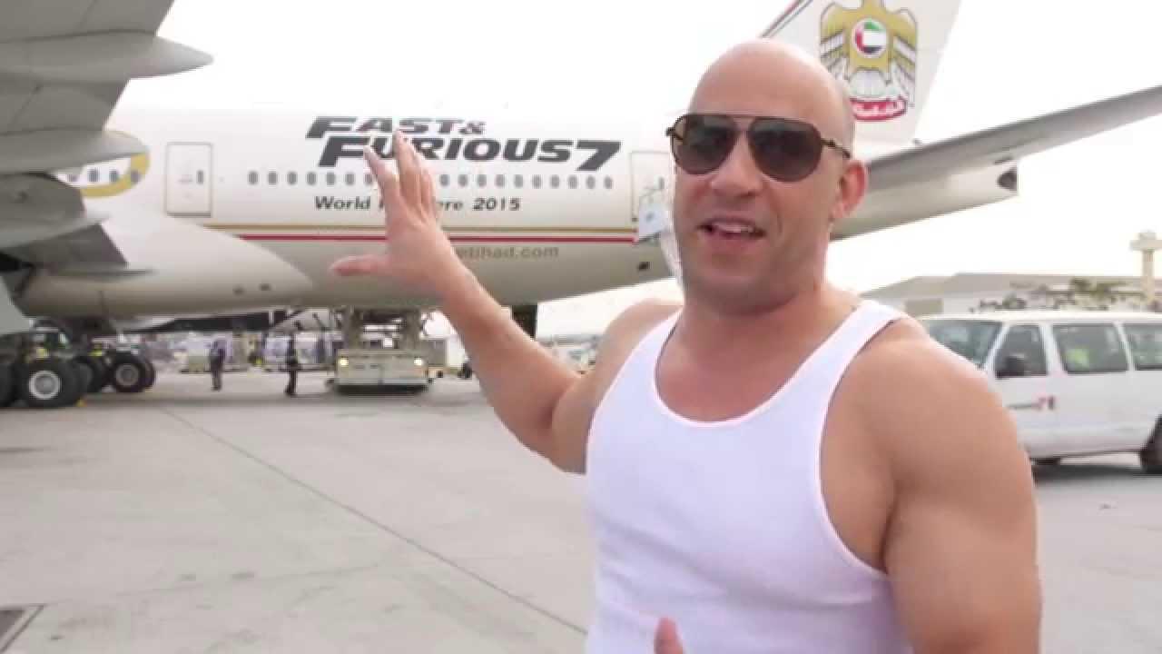 知名《星際異攻隊》導演傳簡訊「想自殺」,馮迪索出動私人飛機「想救他一命」才發現搞烏龍!