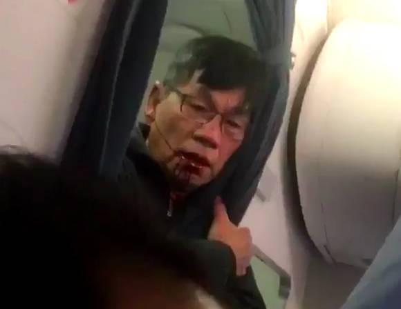 聯航毆打乘客事件中的男子身分曝光!被請下飛機的原因就是因為「票種不一樣」!