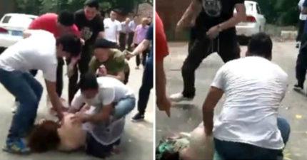 伴娘被5名伴郎推倒在地「集體抓乳」後,還手伸進去...影片讓網友憤怒!