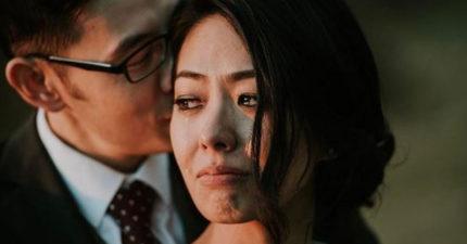 攝影師要新婚夫婦「不要擺PO」,「他問新郎一句話」後最美照片出現了!網友在圖書館爆哭!